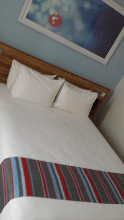 Travelodge Barcelona Poblenou : La camera da letto