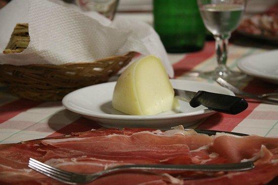 Taverna della Rocca : Pecorino   foto di Silvio B