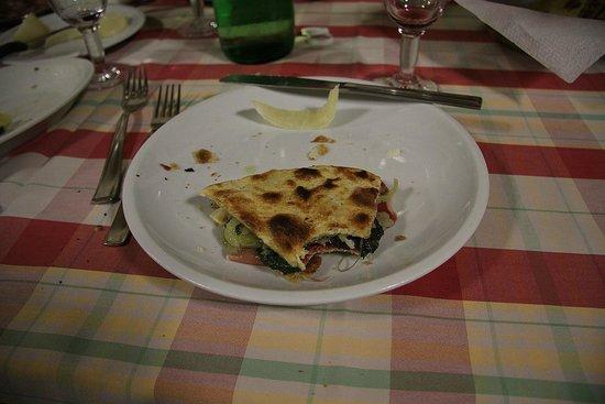 Taverna della Rocca : Crescia   foto di Silvio B.