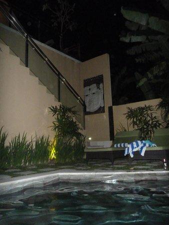 O Villas : Night by the pool