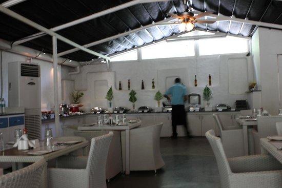 Azzure By Spree Hotels: Restaurant