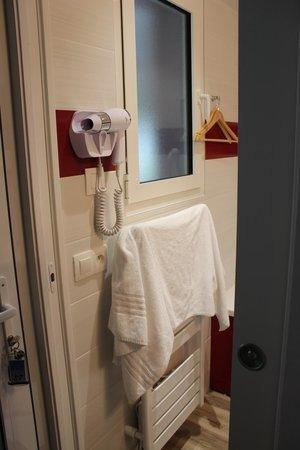 Motel Les Bleuets : Salle de bain