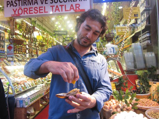 My Local Guide - Istanbul: tasting a delicious filled mussel