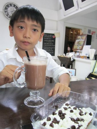 La Piccola Cafe: Luscious Choco Shake