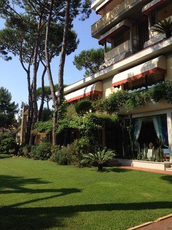Hotel Andreaneri: Esterno Hotel & Giardino