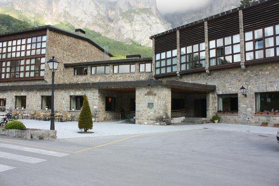 Parador de Fuente Dé: Front of Hotel