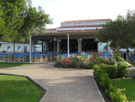 Troulos Bay Hotel: Outside part of main restaurant