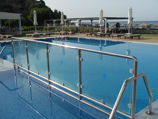 Troulos Bay Hotel: The pool(s) 1