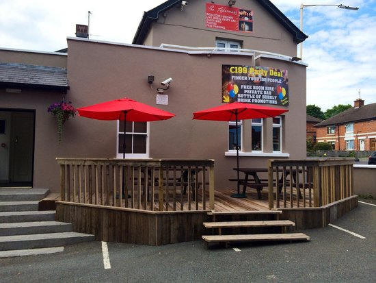 The Fisherman's Pub & Restaurant: Out Sid seating