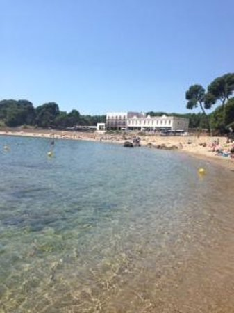 Hostal Spa Empuries : Blick vom Hotelstrand