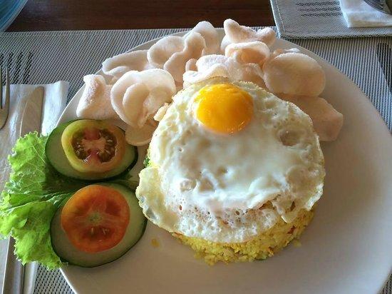 Cocotinos Manado : 朝ご飯のナシゴレン