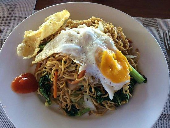 Cocotinos Manado : 朝ご飯のミーゴレン