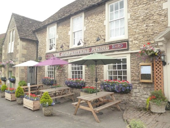 The Carpenters Arms: Flowers in bloom
