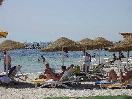 Golf Residence Hotel : пляж