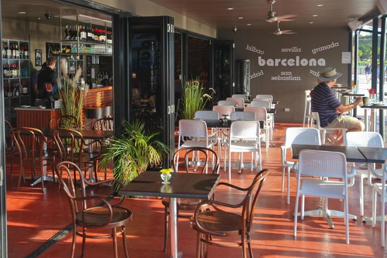 Barcelona Tapas Restaurant & Bar : Dining area