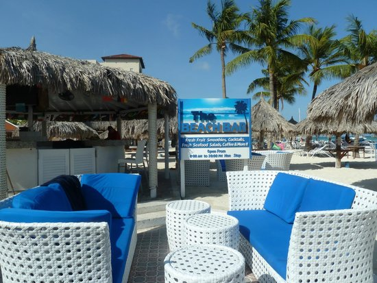 Playa Linda Beach Resort: Beachbar strand