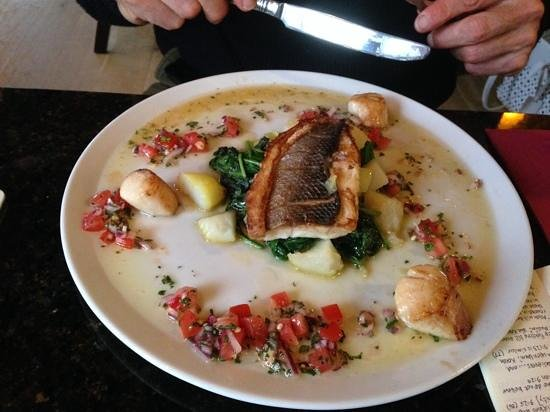 La Pharmacie Bar & Grill: sea bass