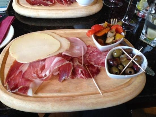 La Pharmacie Bar & Grill: Antipasto board
