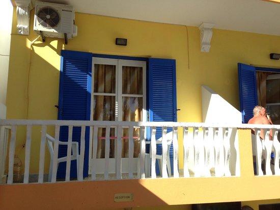 Kamari Star Hotel: balcone stanza