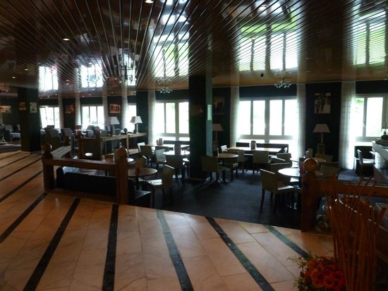 Hotel Steinmattli: de lobby met bar
