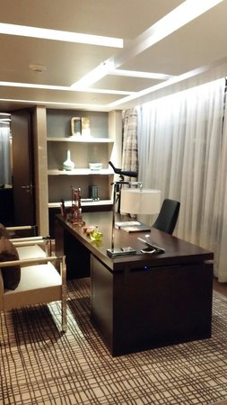 Sheraton Grand Beijing Dongcheng Hotel: Office in the Presidential Suite