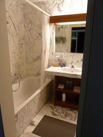 Hotel Steinmattli: Badkamer met bad