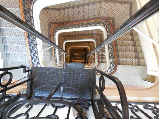 Hotel Oceania Le Métropole: The stairwell