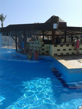 Island Garden Resort : Beautiful pool bar