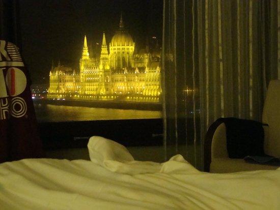 Boutique Hotel Victoria Budapest: Blick vom Bett aus