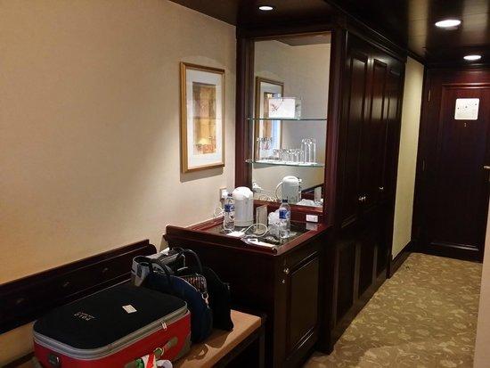 Shangri-La Hotel Jakarta: Hotel room
