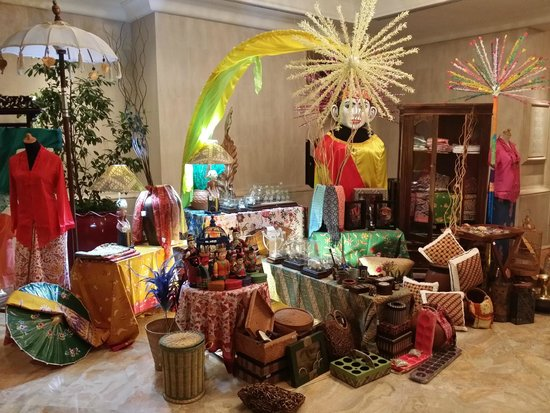 Shangri-La Hotel Jakarta: Hotel Restaurant