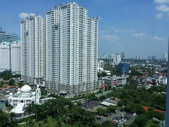 Shangri-La Hotel Jakarta: talling buliding from window view