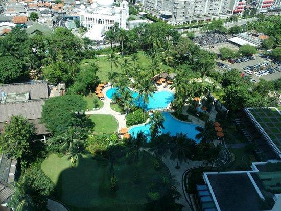 Shangri-La Hotel Jakarta: Swimming pool