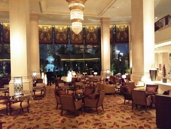 Shangri-La Hotel Jakarta: Near frontdesk