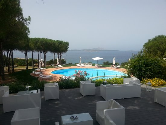 dalla terrazza ristorante - Bild von Punta Baja, Baia Sardinia ...
