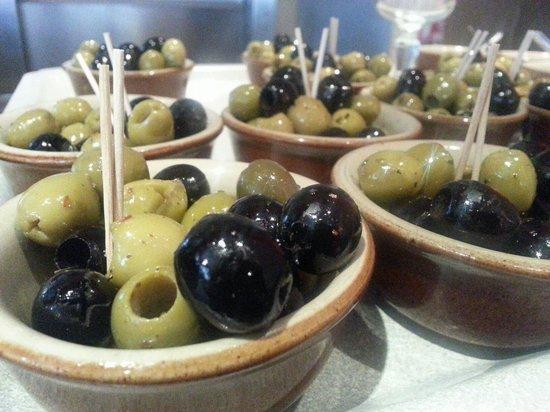 Il Conte: Olives were so good
