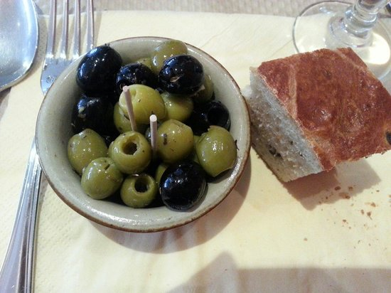 Il Conte: Ate this while waiting the bread was delish