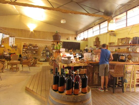 Hadasaar Natural Living Restaurant: Gathering place for local tapas-bar, specialty gifts, ecological workshops and tourist info