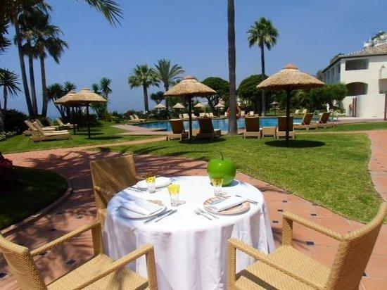 Healthouse Las Dunas Beach Hotel and Spa: Terrace Restaurant Pool area
