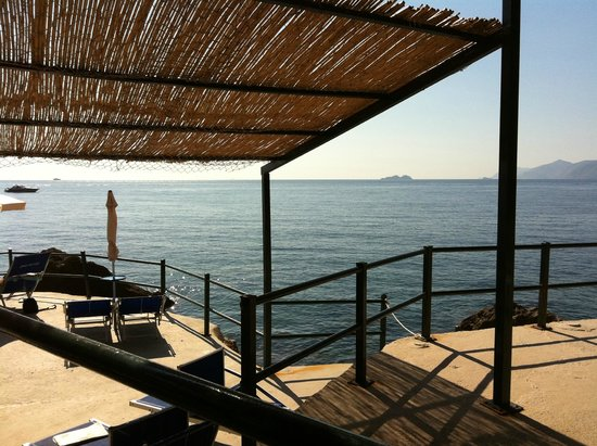 Grand Hotel Tritone: la vista dal ristorante della spiaggia