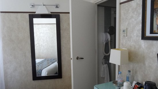 Hotel Eiffel Seine: Habitación