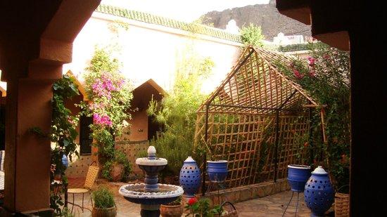 Auberge La Terrasse des Delices : Patio au centre des chambres