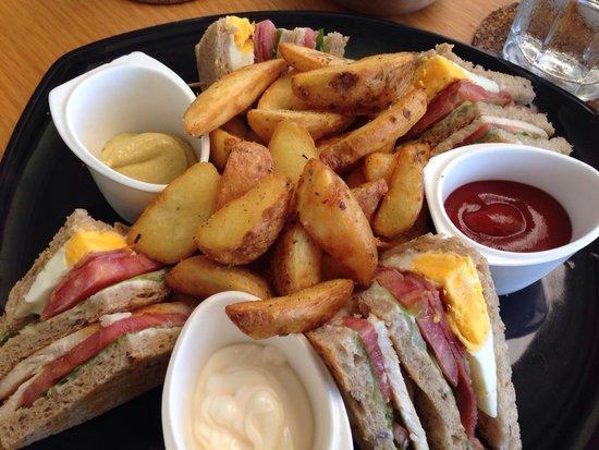 Edesta: Yummy club sandwich!! Great service too.