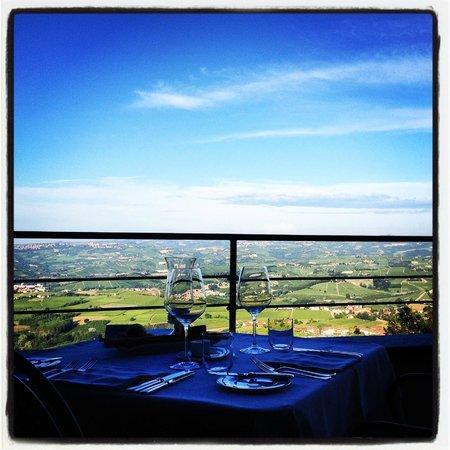Bovio : La vista dai tavoli della terrazza