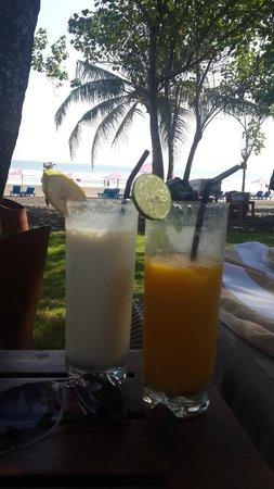 Anantara Seminyak Bali Resort: beach