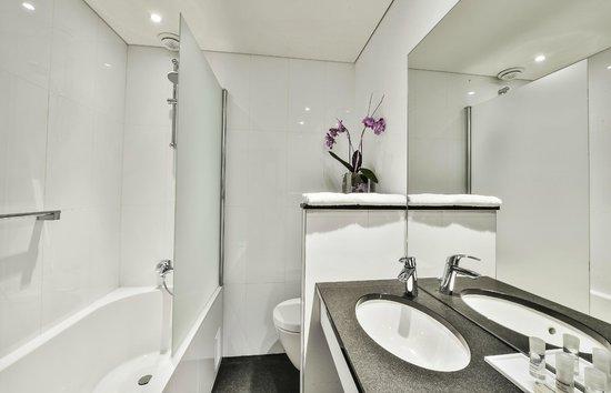 Maison Rouge Hotel : Salle de bain chambre standard