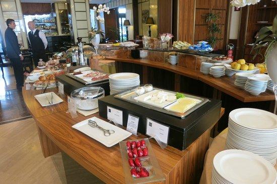 Hotel Principi di Piemonte : Breakfast buffet