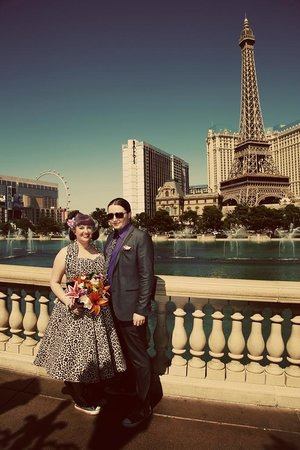 Scenic Las Vegas Weddings Chapel: Strip photo tour is a must!