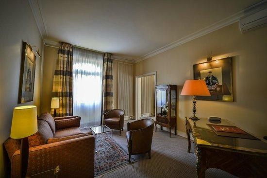 Maison Rouge Hotel : Salon de la suite