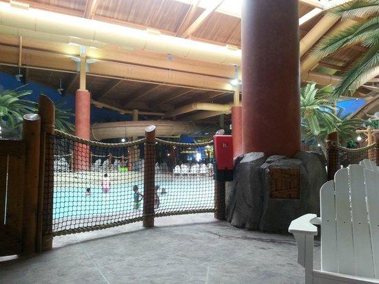 Castaway Bay: Indoor water park